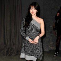 Song Hye Kyo, Ngô Diệc Phàm ngồi hàng ghế đầu show Burberry