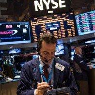Chỉ số Dow Jones xác lập mức cao kỷ lục phiên thứ 12 liên tiếp