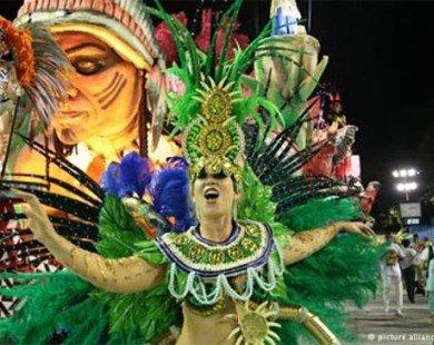 Mê đắm trong lễ hội ngập tràn nội y sexy ở Brazil
