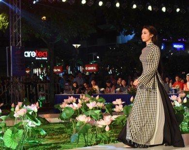 Hàng trăm áo dài khoe sắc trong đêm chung kết Duyên dáng áo dài