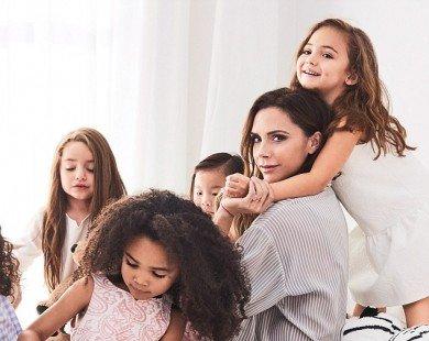 Victoria Beckham chuẩn bị ra mắt BST dành cho bé gái vào tháng 4 này
