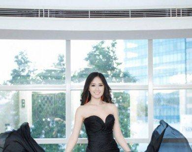 Loạt váy xẻ hông đầy khiêu khích của Mai Phương Thúy, Thủy Tiên...