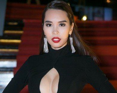 Hà Anh diện váy khoét rộng hoác, đọ dáng Coco Rocha
