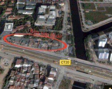 Máy cẩu phá dỡ nhiều nhà hàng, gara ô tô kiên cố trên vỉa hè Hà Nội