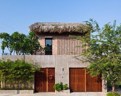 Mẫu thiết kế nhà 2 tầng mái lá đậm chất miền Tây Nam Bộ