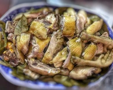 Đổi vị với món gà hấp muối