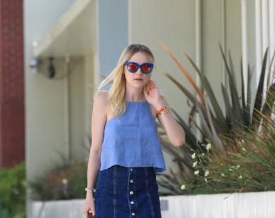 Phối đồ với chân váy jeans cùng sao Hollywood