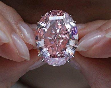 Tỷ phú Hong Kong mua viên kim cương đắt giá nhất lịch sử