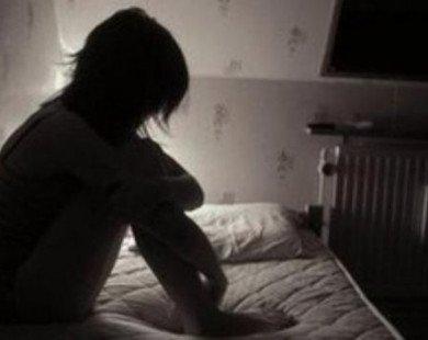 Bé gái 8 tuổi được bạn bè giải cứu khỏi gã 'yêu râu xanh'