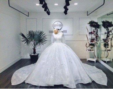 Vắng chồng chưa cưới, Lâm Khánh Chi một mình thử đầm cưới lộng lẫy như công chúa