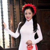 Diễn viên Thúy Nga tươi trẻ, duyên dáng khi diện áo dài
