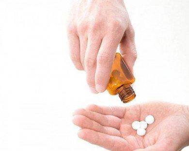 Người bệnh mạn tính cần lưu ý gì khi dùng thuốc?