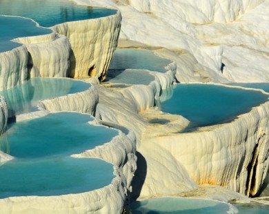 Ngâm mình trong những suối nước nóng nổi tiếng thế giới