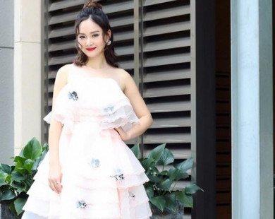 Diễn viên Lan Phương xinh đẹp khi diện đầm trắng