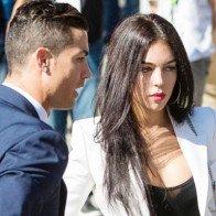 """Thua El Clasico, Ronaldo """"trút giận"""" lên bạn gái xinh đẹp"""