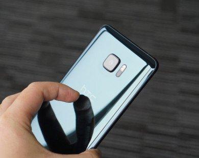 Smartphone 2 màn hình của HTC giảm giá thêm 1 triệu