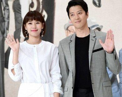 Chia tay Jiyeon 3 tháng, Lee Dong Gun đã lấy vợ, sắp có con đầu lòng