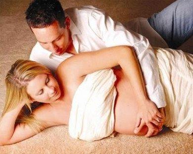 """Chuyện """"yêu"""" khi mang bầu"""