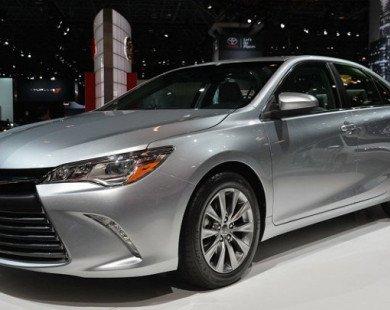 Ô tô Toyota đồng loạt giảm giá gần 100 triệu/xe