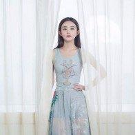 Lưu Diệc Phi và Triệu Lệ Dĩnh liên tục mặc đụng váy áo
