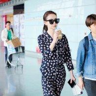 Trương Bá Chi và mỹ nhân Mông Cổ khoe thời trang sân bay
