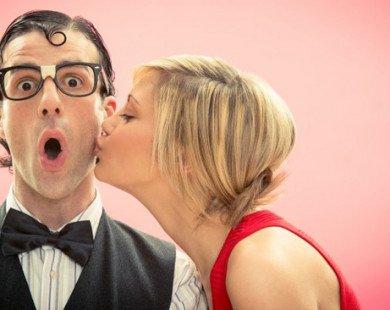 """10 sự thật """"điên rồ"""" về nụ hôn đối với sức khỏe"""