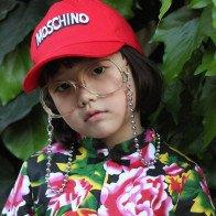 Cô bé 6 tuổi nổi tiếng với phong cách thời trang sành điệu