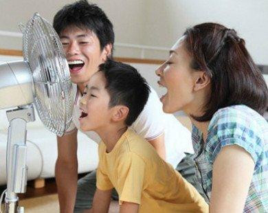 Bố mẹ tuyệt đối không làm những điều này khi trẻ vừa đi ngoài nắng về