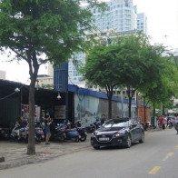 """Hàng loạt khu đất đắc địa bị """"bỏ hoang"""" làm xấu diện mạo Sài Gòn"""