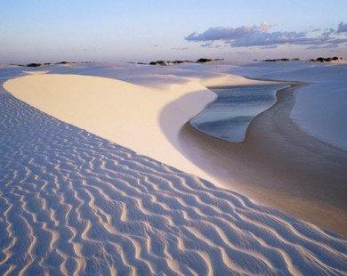 """""""Mát mắt"""" với những hồ bơi giữa cồn cát sa mạc ở Brazil"""