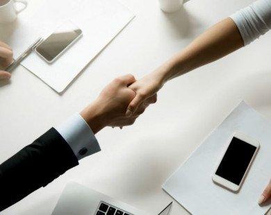 Hành động bạn vẫn thường làm nhất là khi gặp đối tác nhưng có thể tiềm ẩn mối nguy với sức khỏe
