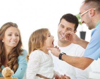 Lưu ý nhanh khi con trẻ bị viêm họng