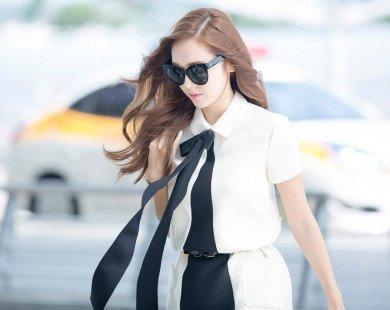 """Thời trang sân bay của """"nữ hoàng băng giá"""" Jessica"""