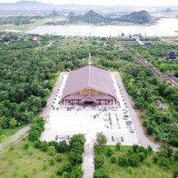 Ngắm ngôi chùa lớn nhất Việt Nam đẹp ngỡ ngàng từ độ cao 100m
