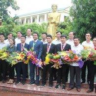 Trường Phan Bội Châu đón các chàng trai 'vàng' về xứ Nghệ
