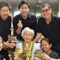 Cụ bà 91 tuổi tốt nghiệp đại học ở Thái Lan
