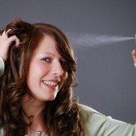 5 phút xử trí mái tóc sau khi đội mũ bảo hiểm