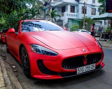 Hai xe thể thao tiền tỷ xuất hiện trên phố Sài Gòn