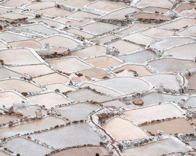 Ngỡ ngàng khung cảnh ruộng muối bậc thang ngoạn mục ở Peru