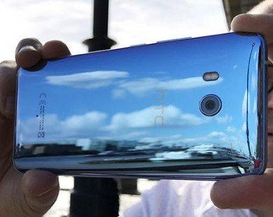 Áp lực từ Apple, Samsung khiến HTC có thể bán toàn bộ công ty