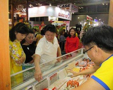 'Người Trung Quốc chi tiền mạnh ăn hết cả tôm ngon'
