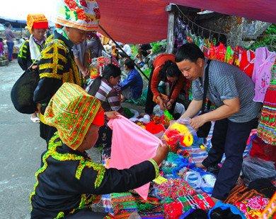 Rực rỡ sắc màu chợ phiên vùng cao Mẫu Sơn dịp lễ 2.9