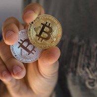 Bitcoin 'đỏ sàn', xuống mốc 91 triệu