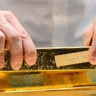 Vàng đứt mạch tăng 3 phiên khi Mỹ đạt thỏa thuận về trần nợ công