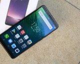 Smartphone tầm trung với màn hình tràn viền đầu tiên