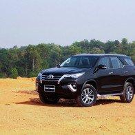 Bất chấp đối thủ giảm giá, Toyota Fortuner lập kỷ lục doanh số