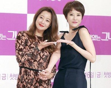 """Kim Hee Sun và Kim Sun Ah cùng đoàn phim """"Woman of Dignity"""" đến Việt Nam du lịch"""