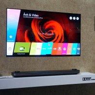 LG Signature W: TV dán tường 2 mm, giá 300 triệu đồng