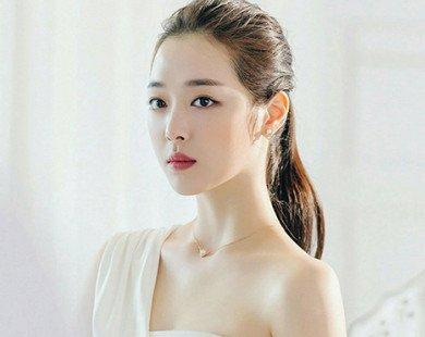 Luôn anti nhưng chả hiểu sao K-netizen lại yêu thích khuôn mặt Sulli hơn là Krystal