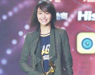 Hành động Trịnh Sảng cúi gập người 90 độ ở lễ trao giải cám ơn fan khiến weibo dậy sóng